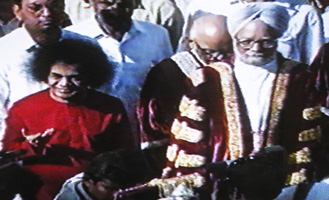 The (future) Prime Minister of India, Manmohan Singh, at Sai Baba's70th birthday celebrations in 1996
