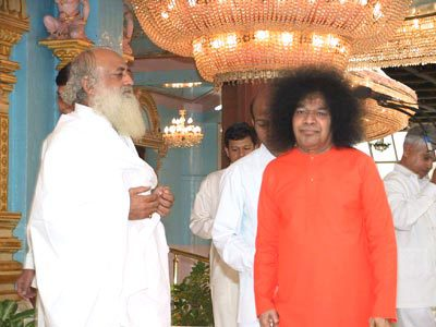 This visit to Sathya Sai Baba by Asaram Bapu underlined their mutual endorsement