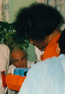 Sai Baba signing a Joy Thomas' book in 1994